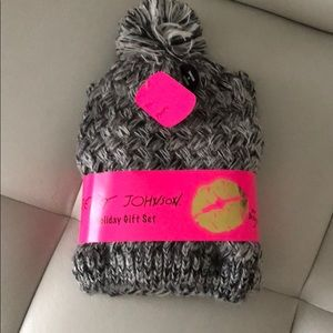 Betsey Johnson Snood & Beanie Holiday gift set